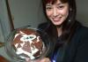 【平愛梨 手作りケーキが衝撃すぎて長友もドン引き?画像】実家で妹と手作り?!